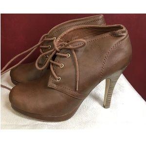 Steve Madden Size 8.5 Heels Boots Shoe Booties